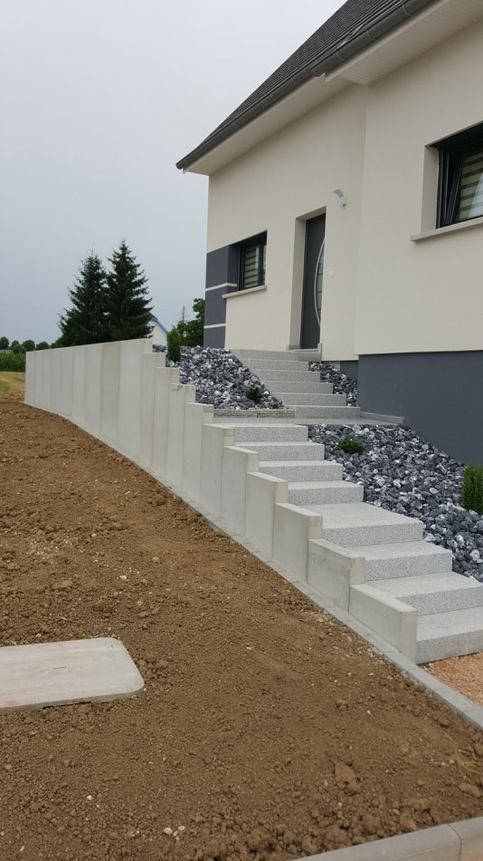 Mur de sout nement ozalptp am nagement ext rieur for Amenagement entree exterieur avec escalier